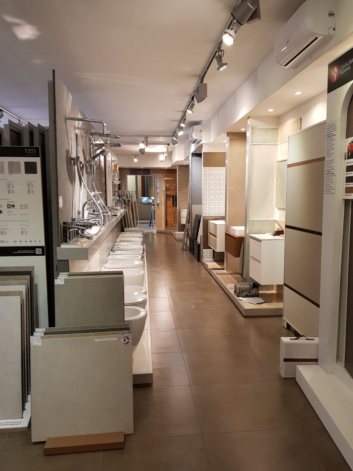 Outlet Della Ceramica Via Ardeatina.Showroom Outlet Ceramiche